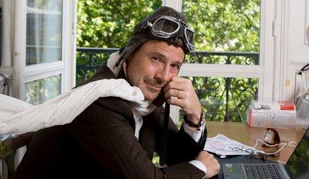 Marc Levy ecrivain rencontre pour son livre LE PREMIER JOUR chez lui a Paris photographié le 24 juin 2009